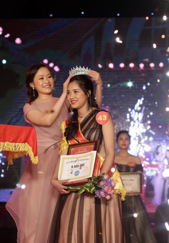 IELTS 9.0 tài trợ học bổng trị giá 99 triệu cho cuộc thi Miss HUBT 2018