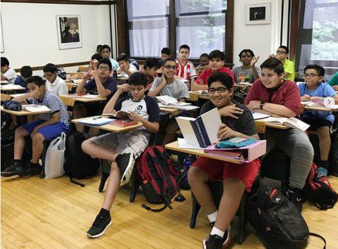 Học sinh trên thế giới học những môn gì?